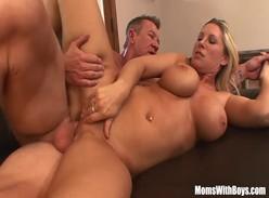 Pornô com loira rabuda peituda muito gostosa