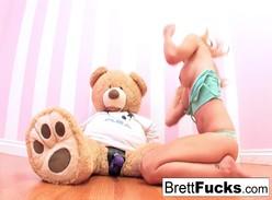 Loira gostosa fazendo pornô doido com ursinho de pelúcia