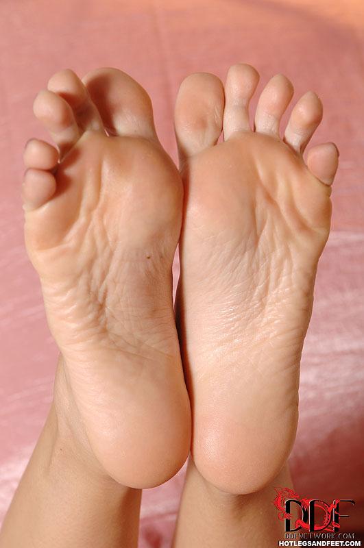 Foot fetish mostra como um pezinho delicioso pode masturbar o homem