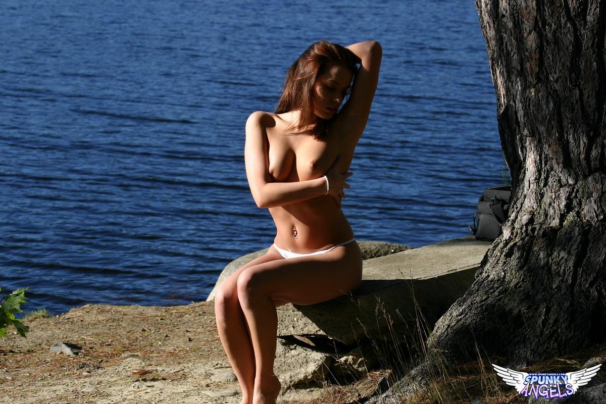 Fotos sexo onde mulher fica pelada no parque mostrando sua buceta