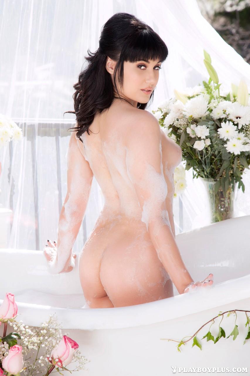 Imagens porno de uma madura deliciosa junto com sua amiga na banheira